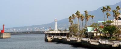 鹿児島市の港から桜島