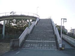 この歩道橋を上る!