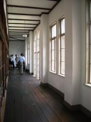和室を取り巻く廊下