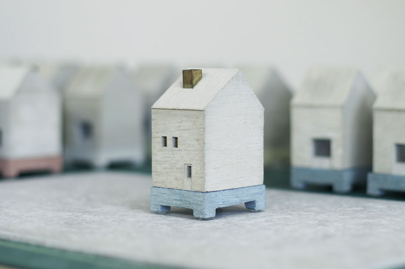 HOUSE INCENSE POT BLUEの写真