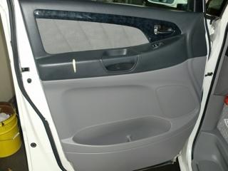 合皮製ドア内張りの破れ補修01