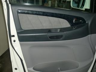 合皮製ドア内張りの破れ補修03