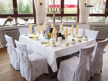 結婚披露宴のテーブルセッティング