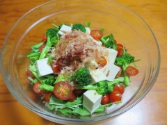 水菜ミニトマト豆腐ブロッコリーかつぶしサラダ