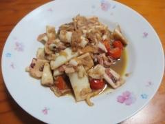 イカとミニトマトの玉ネギソース炒め