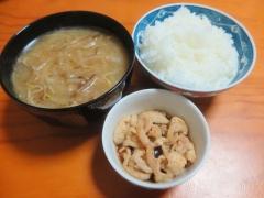 スープ、ご飯、鶏皮ポン酢