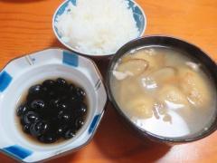 ご飯、黒豆、スープ