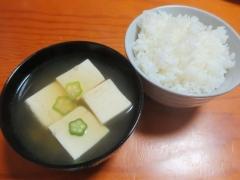 湯豆腐スープ、ご飯。