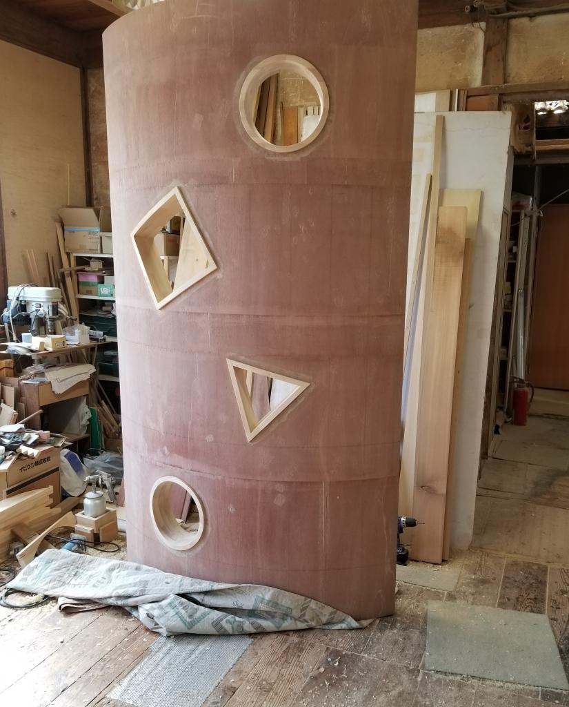 造作家具 カーブした木製壁 小窓 株式会社山下建具店