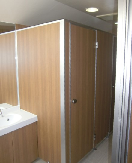 リフォーム施工例 トイレの壁、ドア メラミンパネル 株式会社山下建具店