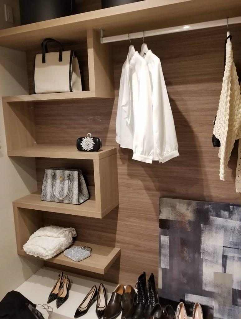造作家具 クローゼット内の棚 鍵型 木目調 株式会社山下建具店