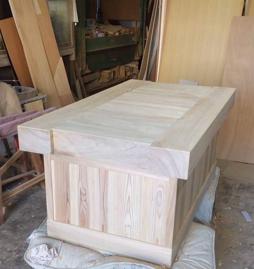 炉縁つきのテーブル 無垢材 楠 杉 株式会社山下建具店