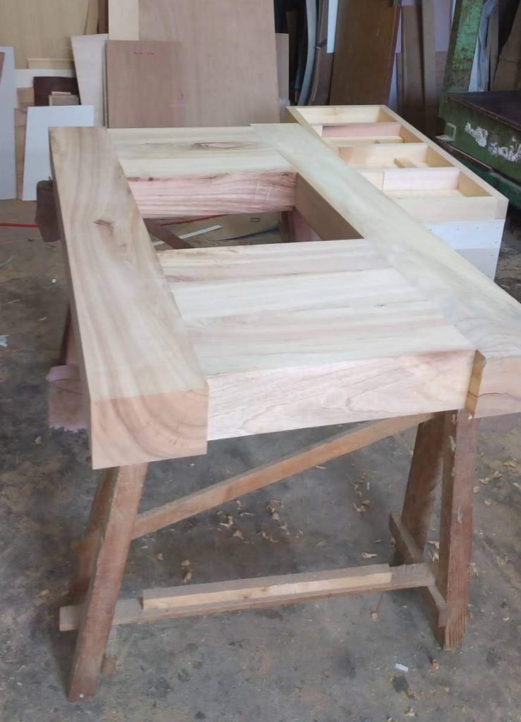 炉縁つきテーブル 無垢材天板 楠 株式会社山下建具店