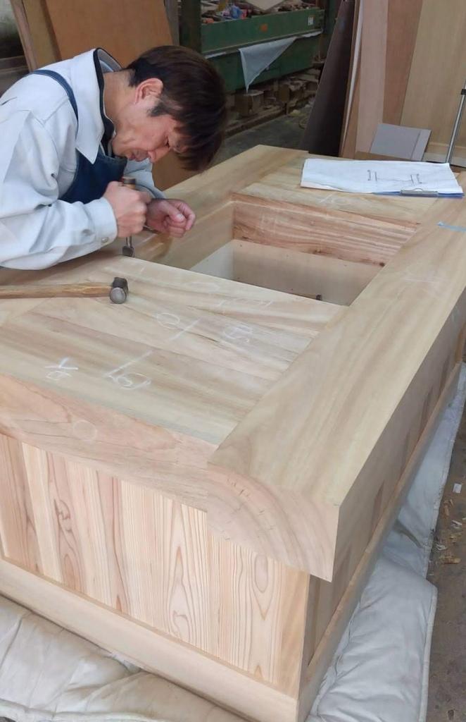 炉縁つきテーブル 楠 杉 株式会社山下建具店