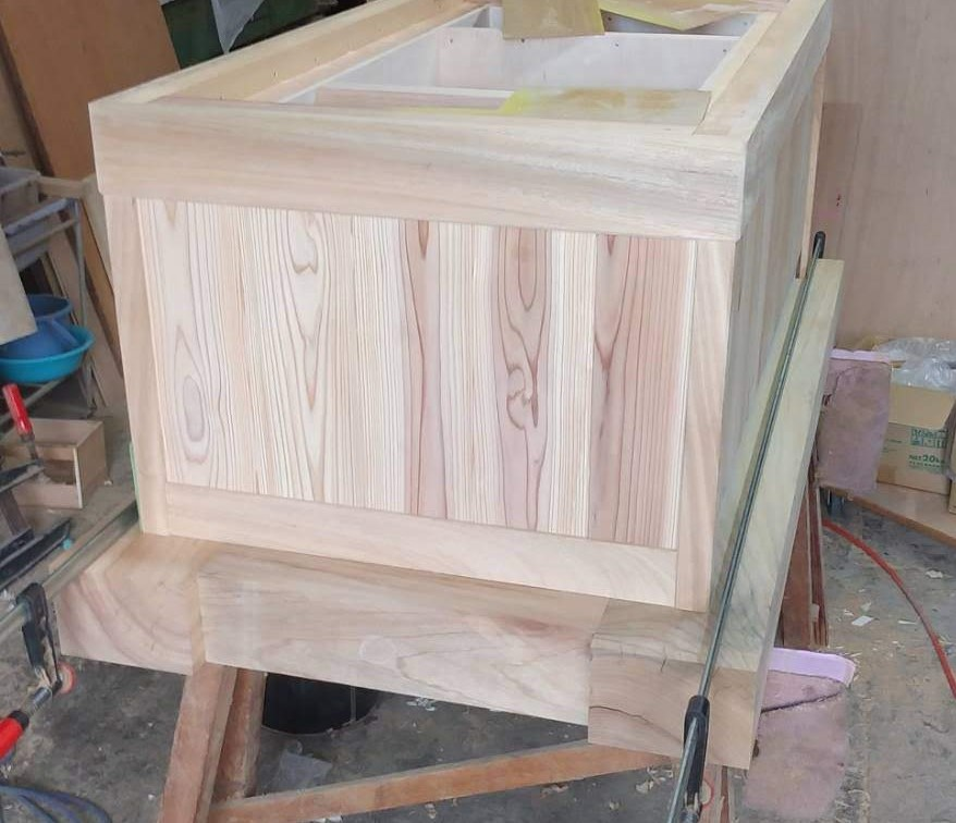 炉縁つきテーブル 無垢材 楠 杉 株式会社山下建具店