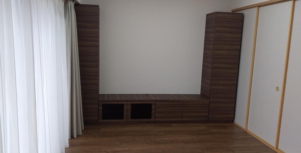 造作家具 テレビボード ブラウン系木目調 両サイド収納棚 株式会社山下建具店