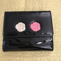 シャネル 画像 二つ折り財布 ブラック カメリアマキュアージュ 白バラ 赤バラ エナメルレザー
