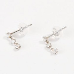 プラチナ製品 画像 Pt900 3連ピアス ダイヤモンド