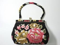 バッグ 画像 ビーズ 黒系 花柄 和装 レトロ