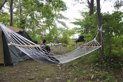 ハンモックのあるキャンプ