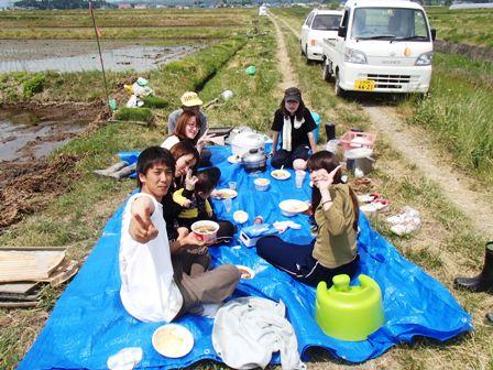 2013田植え昼食