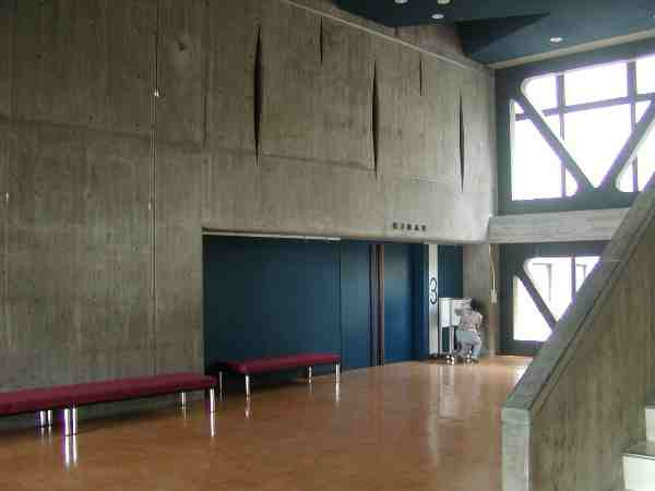 展示室前の広いスペース