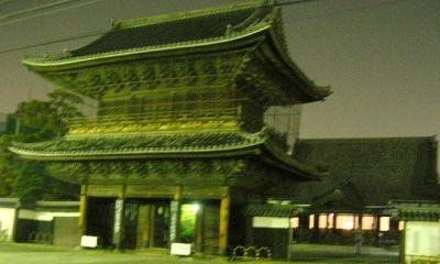 東区にある建中寺です。