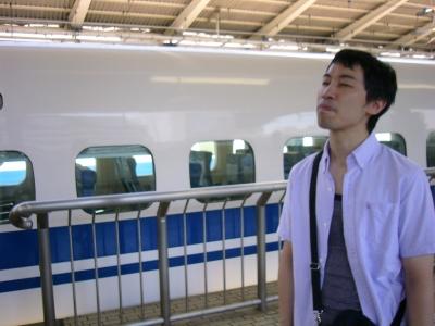 新幹線を待つめんこ亭