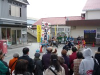 銚子駅前で行われた「銚子はね太鼓」