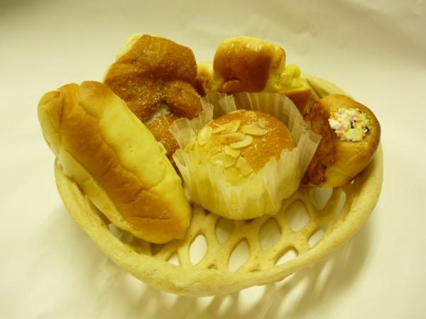 バスケットがパンでできてます!