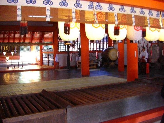 正式参拝した厳島神社の本殿