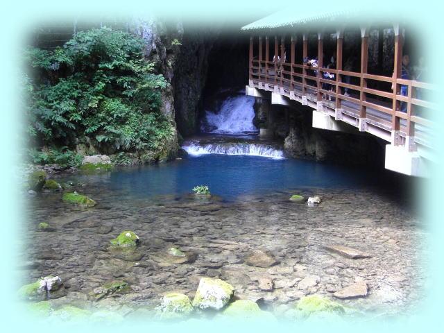 秋吉台の出口(下から洞内を登っていくときは、入口)で、清流に感激した。