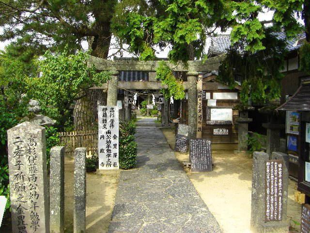 萩城下の武家地区にある円政寺。「高杉晋作・伊藤博文両公幼年勉学の地」とある。