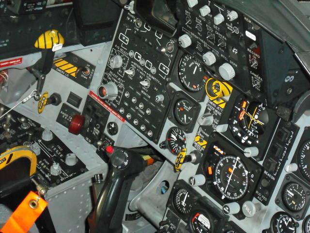 F15J/DJ戦闘機のコックピット内部