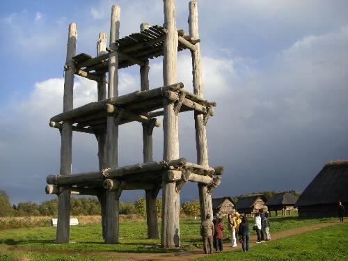 三内丸山遺跡の鐘楼のような建物