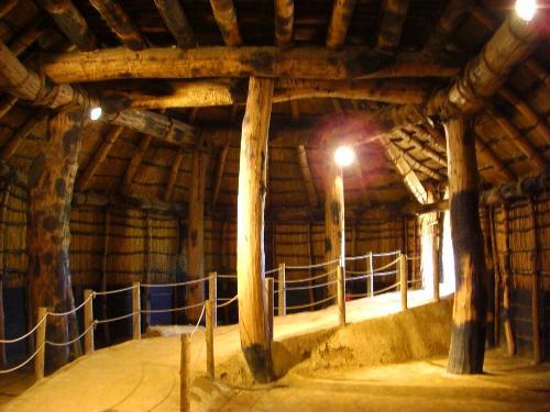三内丸山遺跡の巨大な大型竪穴住居跡