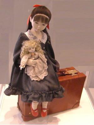 横浜人形の家「赤い靴の女の子」の人形