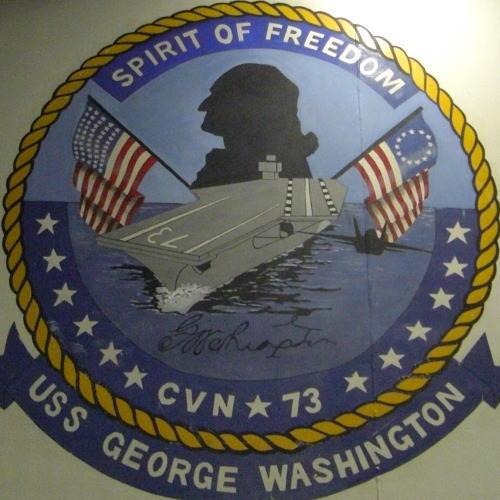 艦内の格納庫に描かれたシンボルマーク