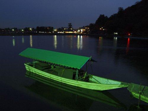 宝厳院の近くの保津川の遊覧船
