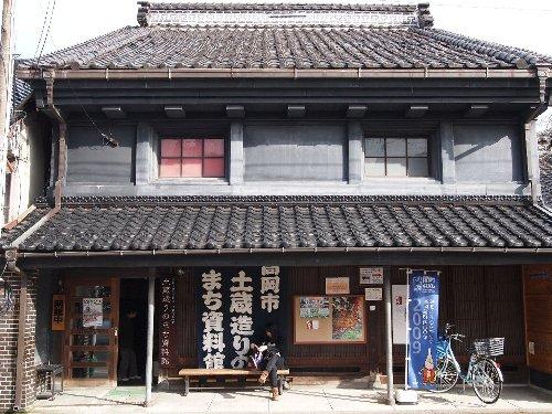 商業が繁栄した時代の土蔵造りの商家の大店