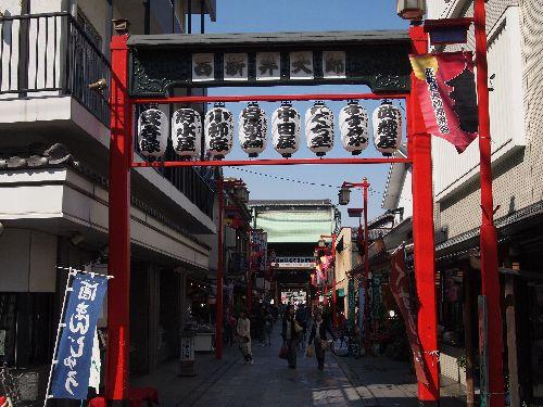 西新井大師の参道の入り口
