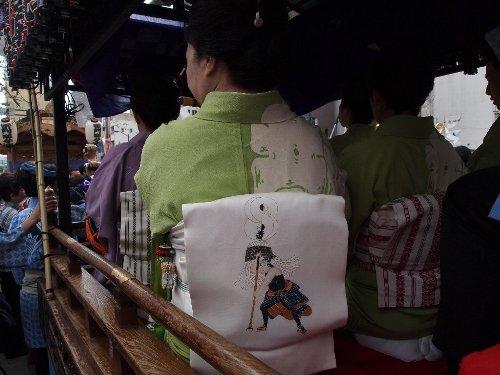 「雷門囃子連」の芸者さんが来ていた帯にあった江戸の火消しの絵