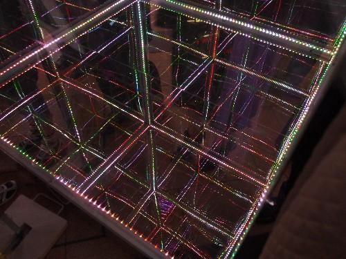 プリズムアベニューが出るガラス箱