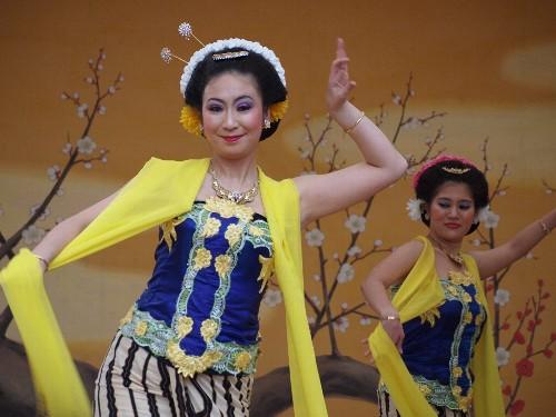 湯島天神の梅まつりのジャワ舞踊 デワンダル