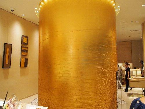 金箔専門店の箔座の金箔の筒