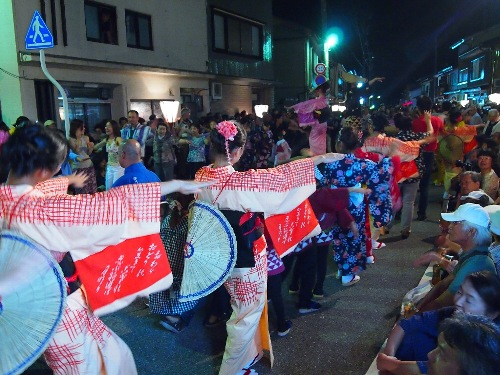 越中八尾の西新町のおわら踊り