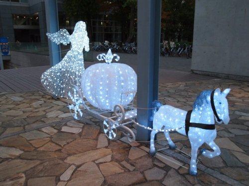 六義園前の文京グリーンコートのクリスマス