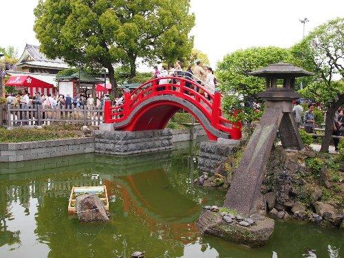 亀戸天神の朱色に塗られた太鼓橋