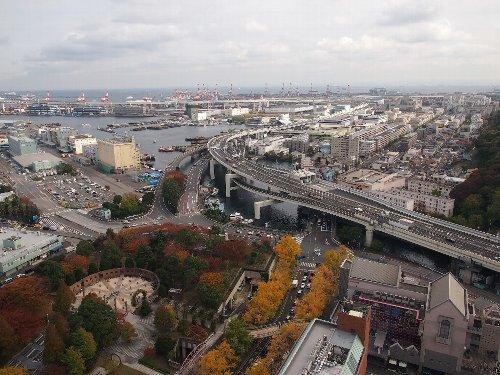 横浜マリン・タワーからベイ・ブリッジを望む