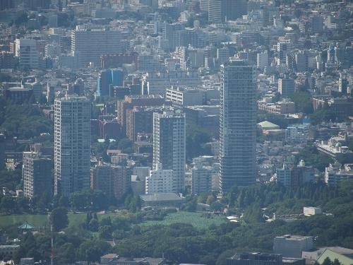 東京スカイツリーからの眺め、不忍池ほとりの高層マンション